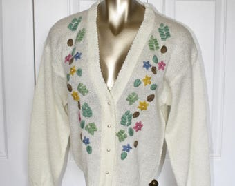 1960s Embroidered Floral Cardigan Sweater . Vintage 60s 70s Ivory Knit Sweater with Flower Yarn Design . Size Small Petite