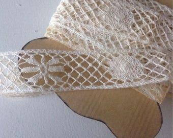 Antique 5 meters of bobbin lace.