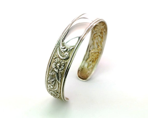 S Kirk & Son Sterling Silver Repousse Floral Bracelet. Narrow,Monogram Ready. Vintage 1960s Jewelry 20.6g