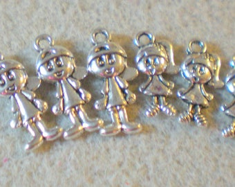 """Lot of 6 pieces """"little boys and girls"""" metal color silver"""