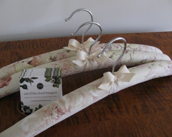 Padded Hangers, Linen Hangers, Ivory Floral Hangers, Pastel Floral Hanger, Floral Linen Hangers, Linen Floral Hangers, Covered Hanger Set
