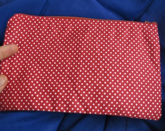 """Clutch-clutch Sroul """"Emilie"""" red dots - available late April"""