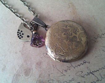 Round Locket necklace with Sparrow ~ bronze ~.