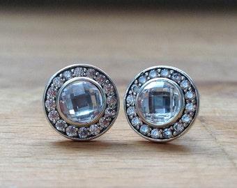 Checkerboard droplet stud earrings