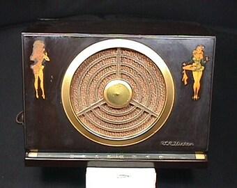 Vintage Bakelite Cased RCA Victor Golden Throat AM Radio Model 9-X-561  Humming!!!
