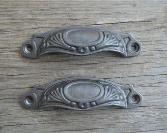 A pair of Victorian cast iron slimline furniture drawer pull handles SL1