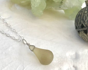 Etched Peridot Drop Necklace