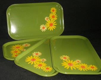 Vintage Metal Snack Dinner Trays Floral Green Yellow DAISY Mid Century Set of 4