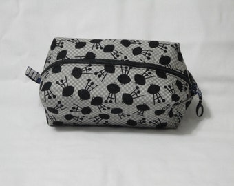 Grill Boxy Knitting or Crochet Project Bag, Cosmetic Pouch, Ditty bag, Large boxy bag, Makeup Toiletry Bag, Diaper bag pouch