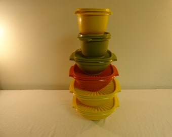 Set Of 6 Vintage Tupperware Bowls With Lids