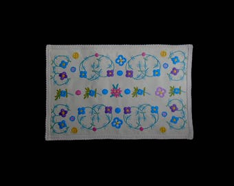 Vintage handmade centerpiece -- very original cream centerpiece with richly hand-embroidered flowers -- 21x13 inches / 53.5x33 cm