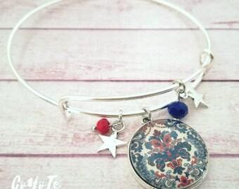 Rigid bracelet, pendant bracelet, Damask cameo, Glass cabochon, boho