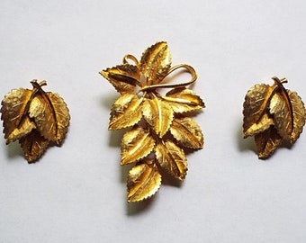 1960s BSK Gold Tone Leaf Brooch and Matching Clip-On Earrings Set