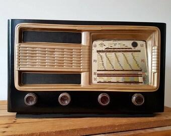 Vintage Radio model The Precious