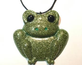 Frog Pendant resin Creation