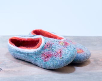 Light blue red felted wool clogs with poppy decoration, Women home shoes, Wool shoes for women, Let it Snow woolen footwear, Valenki, hygge