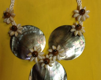 Black Lip Mother Of Pearl Shell Necklace.. Perfect For Dancers, Gifts, Luau, Wedding..