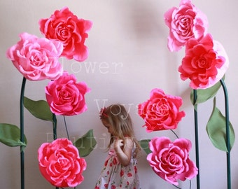 Giant free standing paper flower. Alice in Wonderland photo prop. Huge self-standing backdrop. Garden party. Flower wall Wedding photo booth
