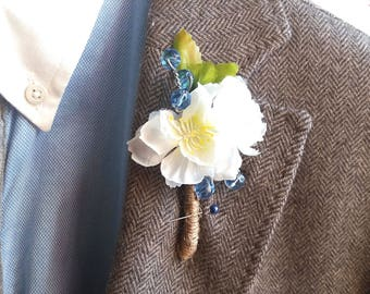 wedding Groom flower lapel pin White flowers wedding accessory Groomsman boutonniere Best man Flower gift Father of groom boutonniere