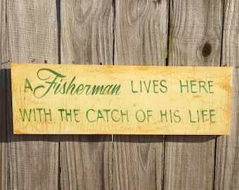 lake house decor, fishing sign,  A fisherman lives here sign,  lake sign, fishing decor, bass fishing, shabby chic  decor, rustic chic decor
