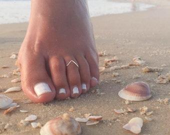 Chevron Toe Ring-Dainty Toe Ring-Tiny Toe Ring-Delicate Toe Ring-Thin Toe Ring-Adjustable Toe Ring-Foot Jewelry-Beach Jewelry-Boho Toe Ring
