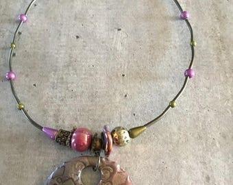 Collier ras de cou -Pendentif effet bronze métallisé parme - Nouvelle collection