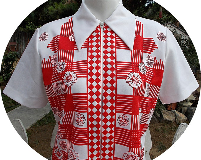 Vintage 70s Mod Hippie Womens Red White Double Knit Polyester Floral Geometric Uniform Short Sleeves Tunic Top With Zipper
