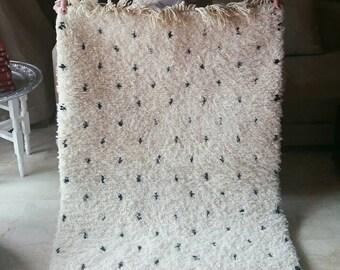 Authentic beni ourain rug, dots rug, 30% off BLACK dots carpet, natural wool rug, Moroccan carpet, bedside rug, nursery rug ( 146 x 95 cm )