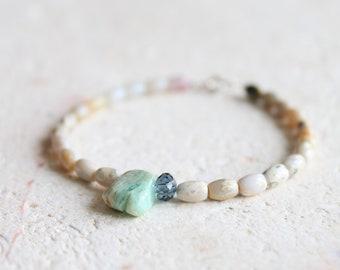 White summer bracelet / Peruvian Opal bracelet / Jasper beaded bracelet / artisan jewelry / romantic jewelry