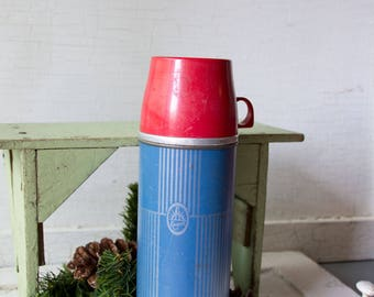 Vintage Red and Blue Keapsit Thermos Brand - Drink or Soup Cannister - with Red Cup - In working condition.