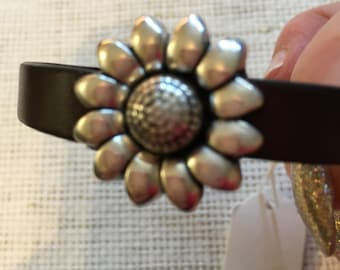Leather bracelet with flower closure, handmade