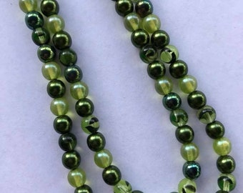 Glam Green glass bead - vintage necklace