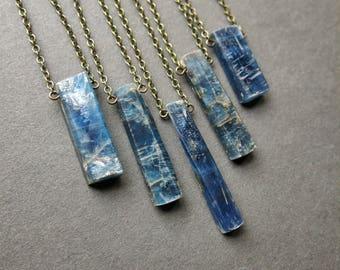 Rohen Kyanitkette - blauer Kyanit - rohe Stein Halskette - Böhmisches Kristall Halskette - Kyanit Schmuck - lange böhmischen Halskette