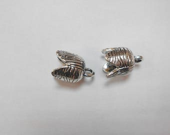 2 clasps in the shape of Bell inside 10mm