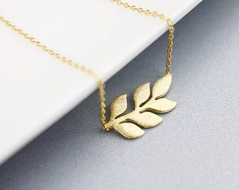 Delicate Gold Leaf Pendant Necklace. Simple and Modern Necklace. Dainty Necklace. Birthday Gift