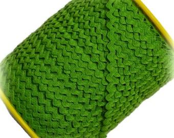 "Narrow Green RicRac. 3/16"" Green Ric Rac Trim. Skinny Green Ric Rac. Scalloped Green Trim. 3 Yards"