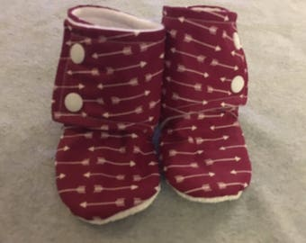 Maroon Arrow Stay-On Baby Booties