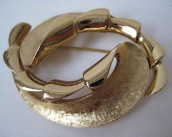 Gold Modern Leaves Brooch Vintage Pin