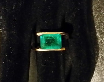 Modern Emerald and Gold Ring