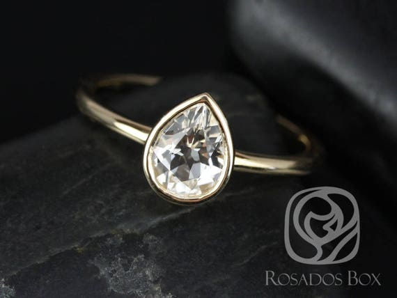 Rosados Box DIAMOND FREE Isla 7x5mm 14kt Yellow Gold Pear White Sapphire Classic Bezel Engagement Ring