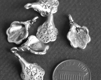 10 pcs of antique silver bell flower pendant drop 18x11mm