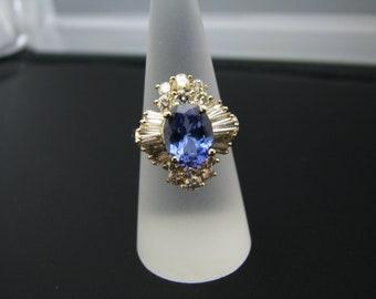 c795 Stunning Vintage Oval Sapphire Diamond Ring in 14k Yellow Gold