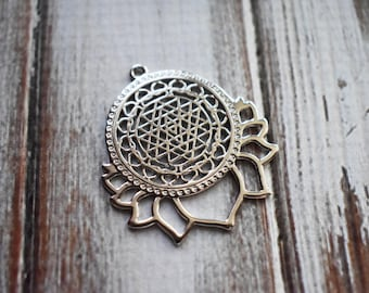 Mandala Lotus Silver Metal Charms- Sacred Geometry New Age Jewelry Pendant- Silver Sun Jewelry Supply- 1