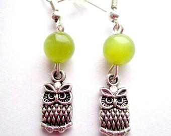 Boucles d'oreilles pendantes couleur argent hibou chouette breloque perles vert kaki anis