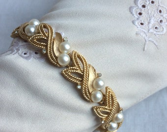 Lovely Vintage Crown TRIFARI Faux Pearl Crystal + Gold Leaf Bracelet