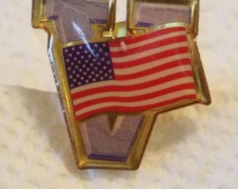 Vintage American Flag Enamel lapel pin, V American Flag pin, lapel pin, hat pin, 1980s American Flag pin