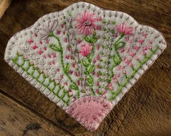 Traditional Series: Penny Rug Wool Brooch - Ornate White Fan with Intricate Embroidery