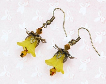 Vintage style floral earrings, lily earrings, yellow floral earrings, yellow flowers, buttercups, romantic earrings
