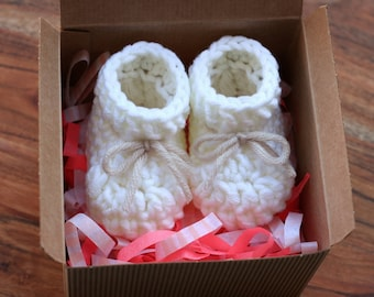 """Sale! PDF Crochet PATTERN for beginners - Baby booties slippers Size 0-1 month (foot length 3,5""""). Written in US terms."""
