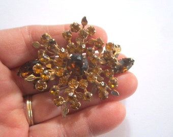 Vintage Beautiful Large Goldtone Amber Topaz Glass Crystal Rhinestone Goldtone Brooch